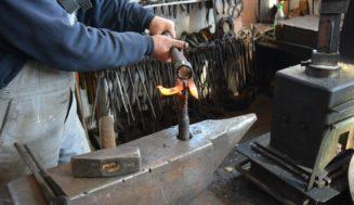 Tra incudini, ferro e fuoco, soffrono ma reggono 472 fabbri di Sardegna